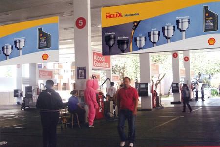 bannière - bannières publicitaires suspendues à l'intérieur d'une station-service