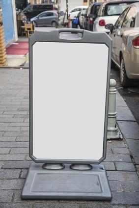 stop trottoir - chevalet en situation en extérieur
